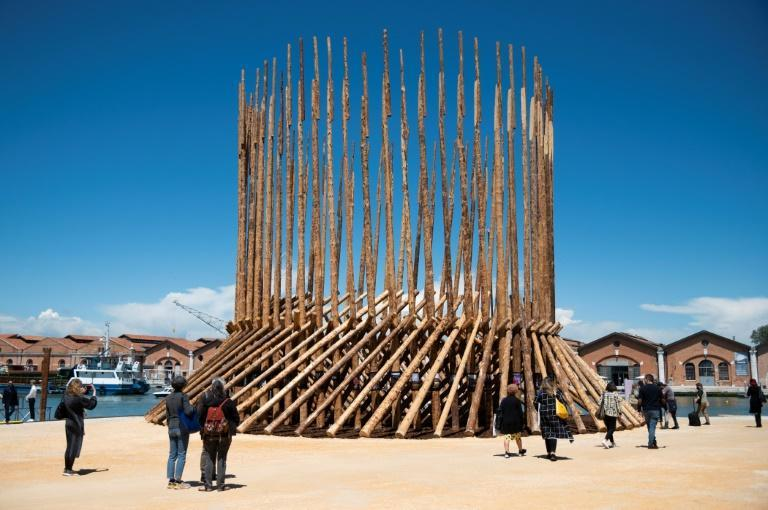 """""""How will we live together, Chileans and Mapuche? Building places to get to know each other (Kunu), Building places to parley (Koyau-we)"""", at Chile's pavilion"""