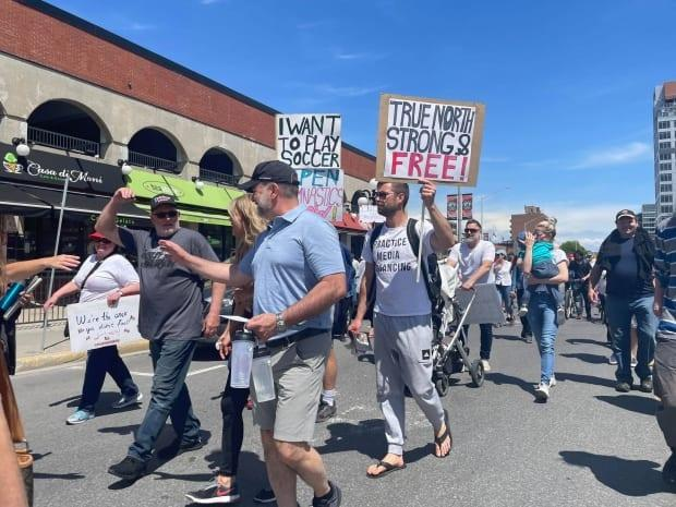 People march through the ByWard Market in downtown Ottawa during a rally against COVID-19 lockdown measures on May 15, 2021. ( Jeremie Bergeron/Radio-Canada - image credit)
