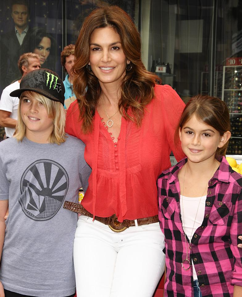 """Cindy Crawford (C) with children Presley Walker Gerber and Kaya Jordan Gerber attend the west coast launch of """"Alex's Lemonade Stand"""" on June 12, 2010 in Hollywood, California.  (Photo by Jason LaVeris/FilmMagic)"""