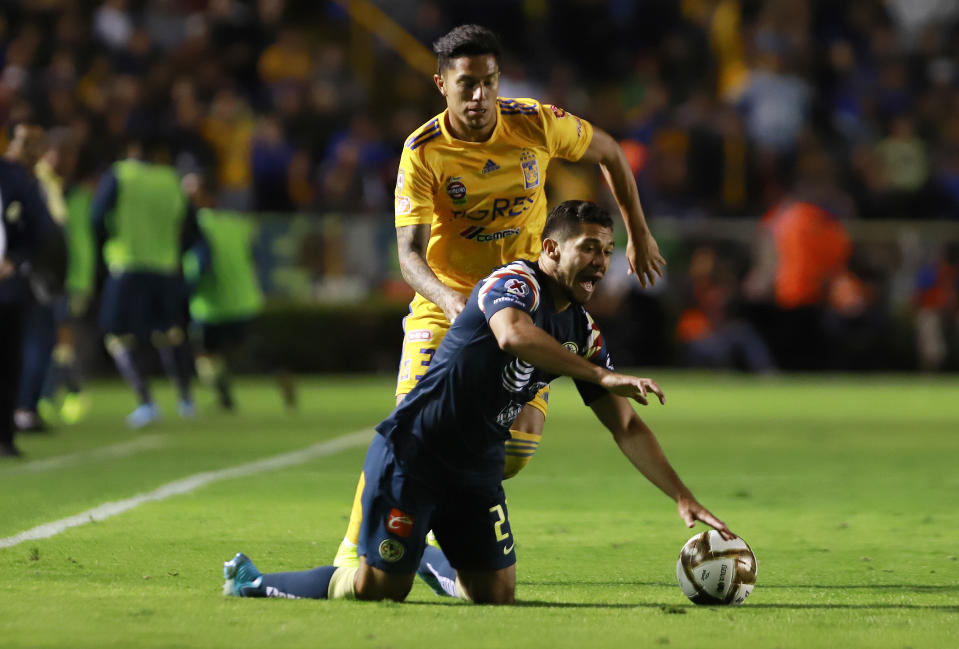 MONTERREY, MEXICO - DECEMBER 01:  Carlos Salcedo (L) of Tigres fights for the ball with Henry Martin (R) of America  during the quarterfinals second leg match between Tigres UANL and America as part of the Torneo Apertura 2019 Liga MX at Universitario Stadium on November 28, 2019 in Monterrey, Mexico. (Photo by Alfredo Lopez/Jam Media/Getty Images)