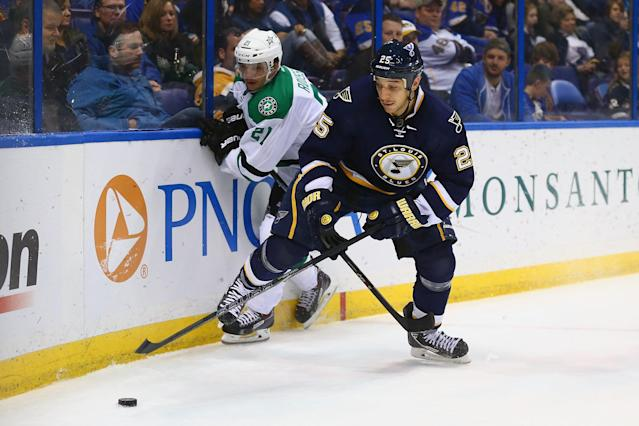 ST. LOUIS, MO - NOVEMBER 23: Chris Stewart #25 of the St. Louis Blues and Antoine Roussel #21 of the Dallas Stars chase down a loose puck at the Scottrade Center on November 23, 2013 in St. Louis, Missouri. (Photo by Dilip Vishwanat/Getty Images)