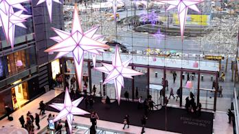Mall decorated for holidays: Credit Getty Images