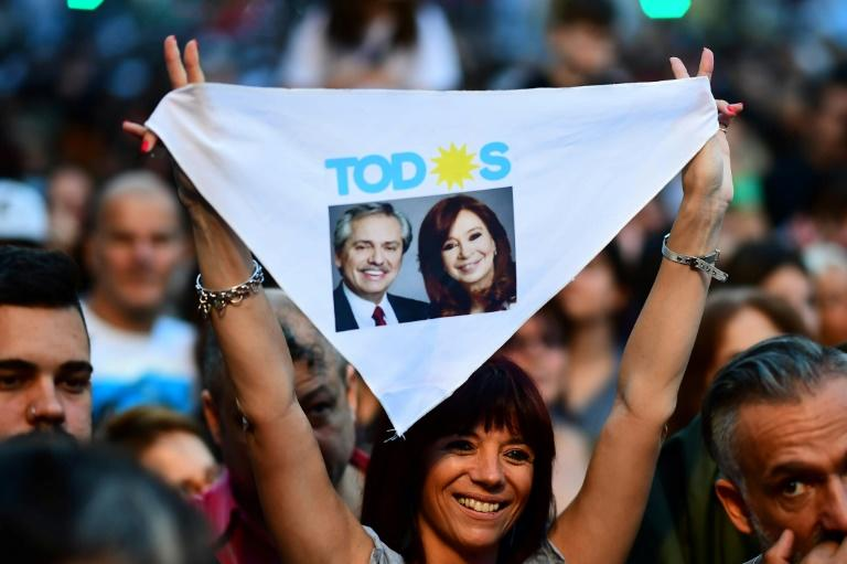 Supporters of Argentina's presidential election winner Alberto Fernandez celebrate outside his headquarters in Buenos Aires (AFP Photo/RONALDO SCHEMIDT)