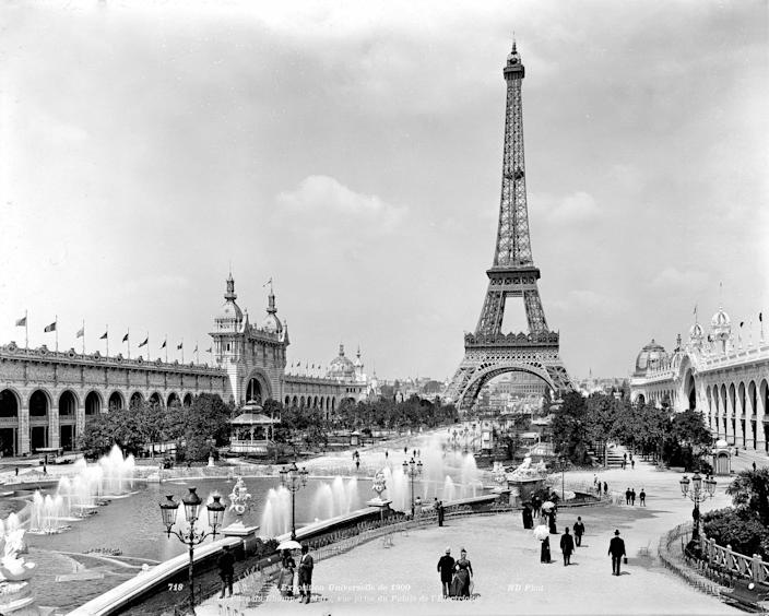 World Fair of 1900, Paris. The park of Champ-de-Mars. Seen taken of the palace of the Electricity.