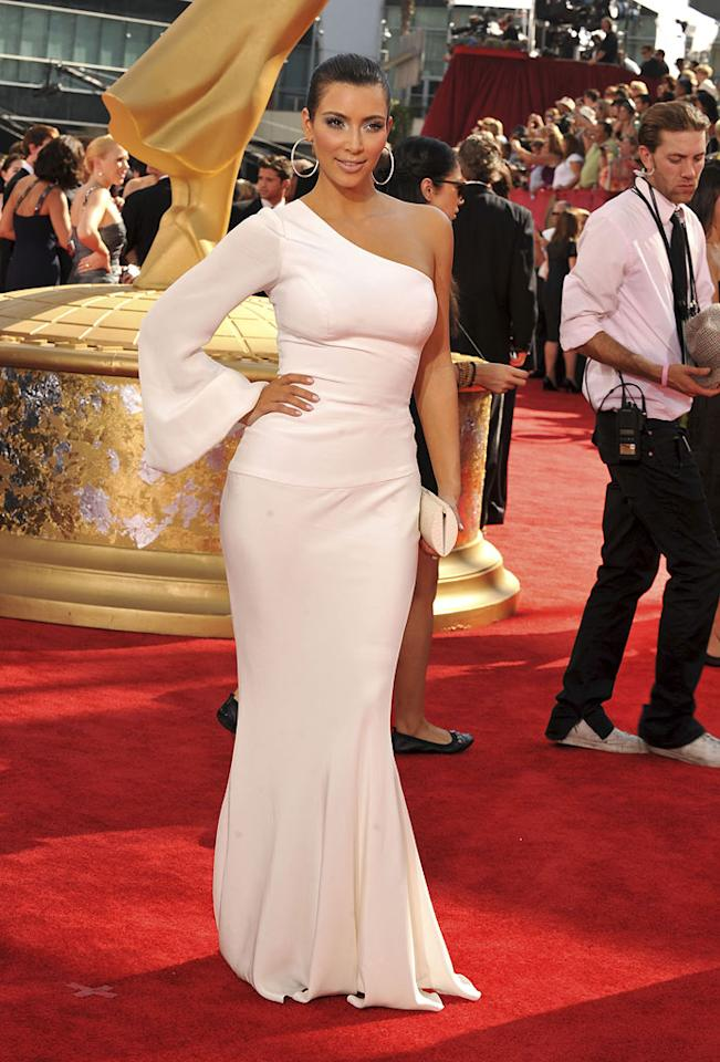 """Kim Kardashian (""""Keeping Up With the Kardashians"""") arrives at the 61st Primetime Emmy Awards held at the Nokia Theatre on September 20, 2009, in Los Angeles."""