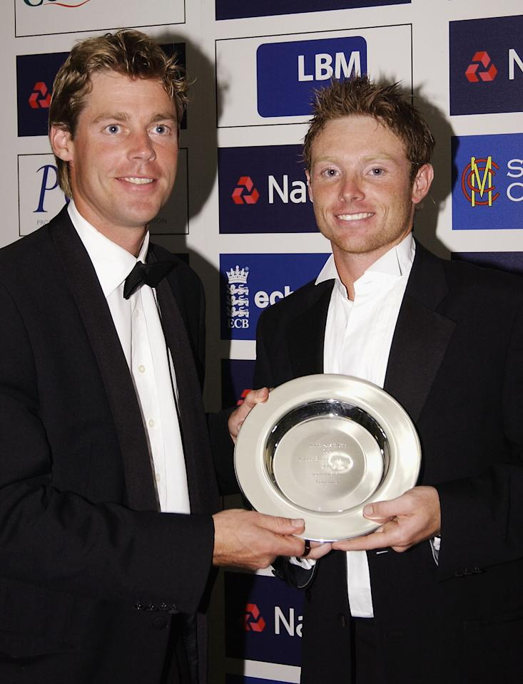 LONDON - SEPTEMBER 21:  Ian Bell of Warwickshire and England recieves the Award for Young Player of the Year from Nick Knight Warwickshire Captain during the PCA Players Awards Dinner at the Royal Albert Hall, on September 21, 2004 in London.  (Photo by Chris Jackson/Getty Images) *** Local Caption *** Ian Bell;Nick Knight