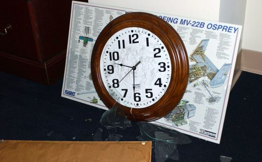 <p>A stopped clock shows the exact moment that the Pentagon was attacked. (Air Force photo by Staff Sgt. Larry A. Simmons) </p>