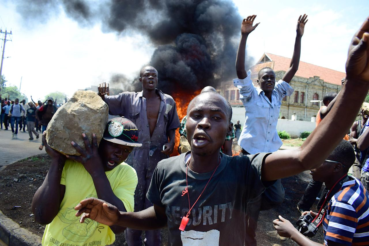 <p>Supporters of National Super Alliance (NASA) presidential candidate Odinga demonstrate in the streets on the boycott of the upcoming elections on Oct. 24, 2017 in Kisumu, Kenya. (Photo: Kevin Midigo/AFP/Getty Images) </p>