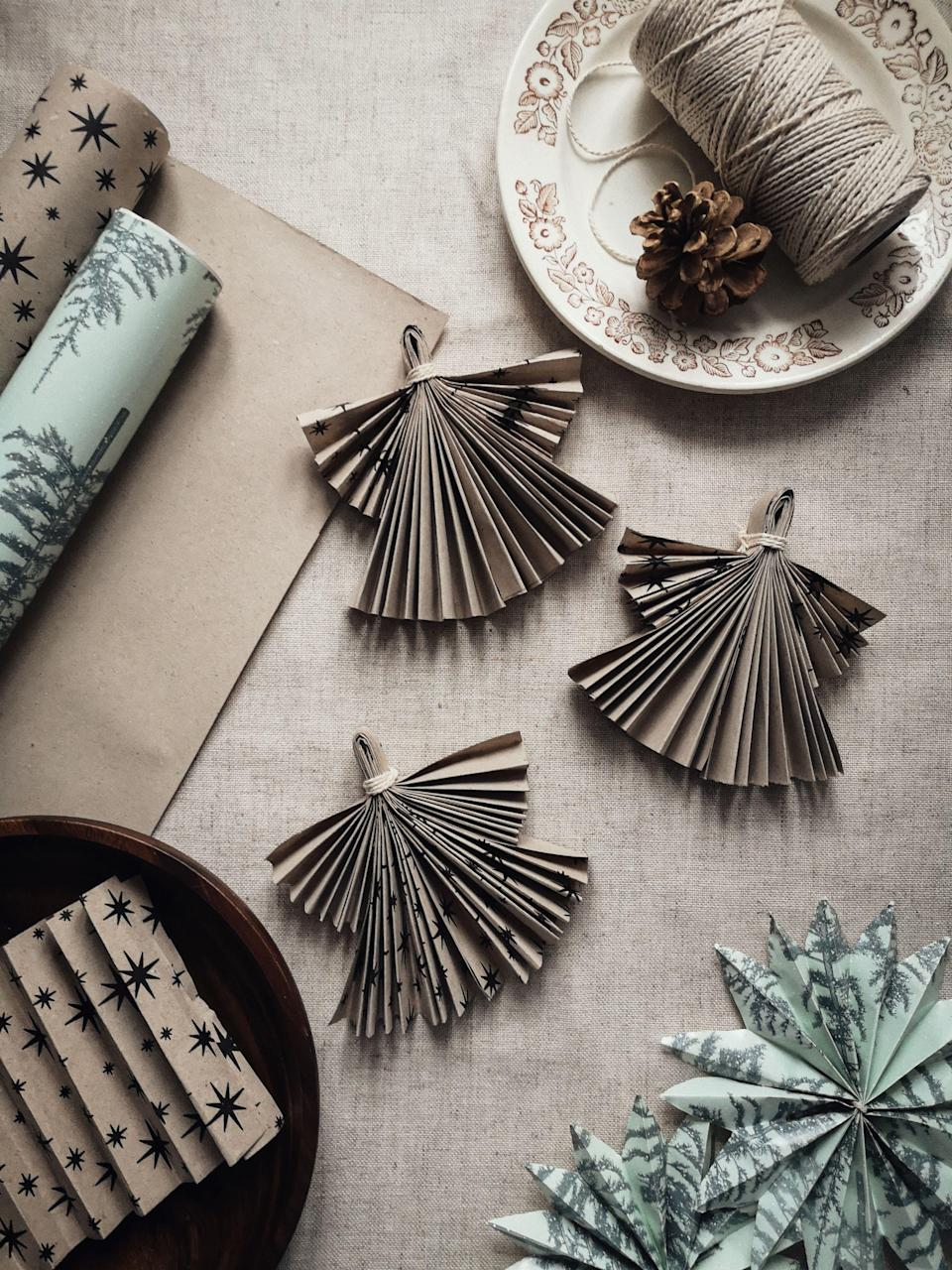 "<p>Looking for Christmas table decorations you can make yourself in next to no time? You've come to the right place!</p><p>Christmas might look a little different this year, but a beautifully decorated Christmas table can lift the spirits and put you in the mood for a party – even if it's just the two of you for lunch, a smaller family affair or you're celebrating solo.</p><p>These DIY Christmas table decorations are easy to make and look seriously impressive. From a homemade Advent candle wreath that makes a beautiful festive table centrepiece, to simple place settings made from sprigs of seasonal berries and loosely folded linen, find gorgeous Christmas table decorations you can make yourself right here.</p><p>For supplies, try your local garden centre or craft shop such as <a href=""https://www.hobbycraft.co.uk/"" rel=""nofollow noopener"" target=""_blank"" data-ylk=""slk:Hobbycraft"" class=""link rapid-noclick-resp"">Hobbycraft</a>.</p>"