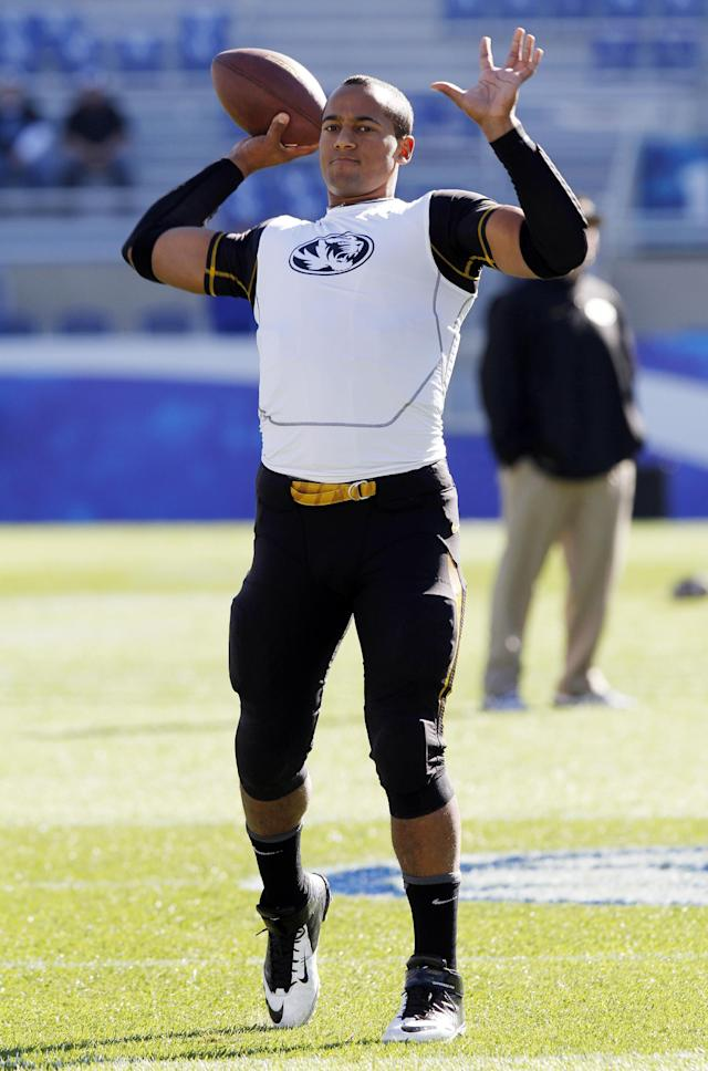 """File-This photo taken Nov. 9, 2013, shows Missouri quarterback James Franklin warming up before an NCAA college football game against Kentucky, Saturday, in Lexington, Ky. Coach Gary Pinkel said Monday Nov. 18, 2013, that Franklin is """"100 percent cleared"""" and will lead the eighth-ranked Tigers at Ole Miss this weekend after missing four starts with a sprained throwing shoulder. (AP Photo/James Crisp, File)"""