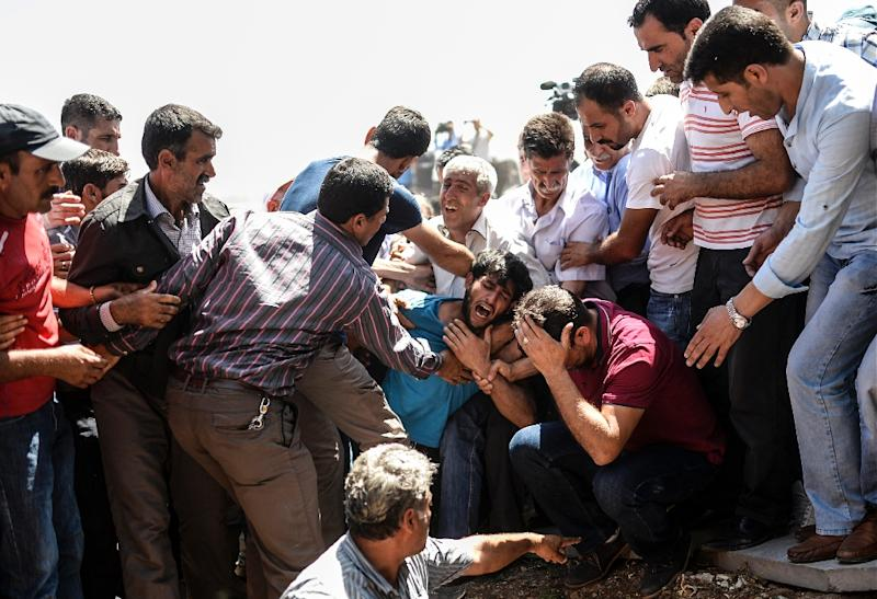 Relatives of a victim of an attack on a rally of the pro-Kurdish People's Democratic Party (HDP) in the southeastern city of Diyarbakir, mourn on June 6, 2015, during his funeral in Diyarbakir