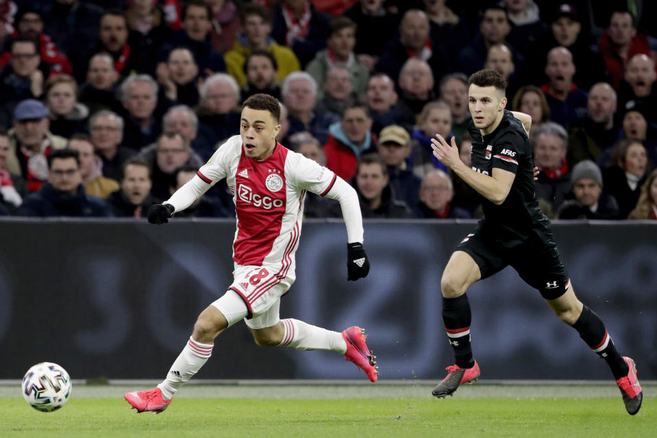 AMSTERDAM, NETHERLANDS - MARCH 1: (L-R) Sergino Dest of Ajax, Oussama Idrissi of AZ Alkmaar  during the Dutch Eredivisie  match between Ajax v AZ Alkmaar at the Johan Cruijff Arena on March 1, 2020 in Amsterdam Netherlands (Photo by Soccrates/Getty Images)