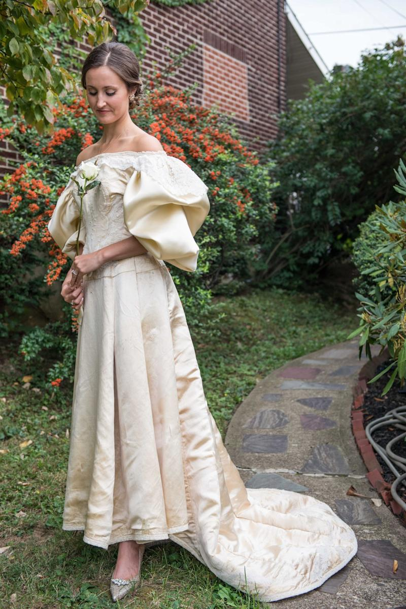 Tradition! This Bride\'s 120-Year-Old Dress Has Been Worn 11 Times