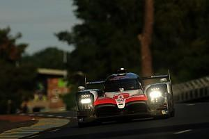 The #8 Toyota retained its Le Mans 24 Hours lead during the sixth hour, with Fernando Alonso and Kazuki Nakajima extending the car's advantage over the sister #7 TS050 HYBRID