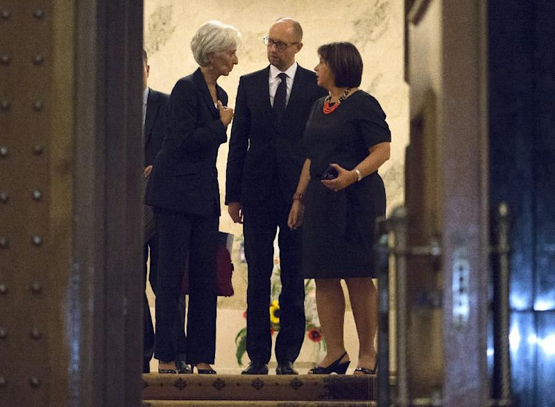Picture released by the Ukrainian Prime Minister press-service on September 6, 2015, shows Ukrainian Prime Minister Arseniy Yatsenyk (C) and Finance Minister Natalie Jaresko (R) speaking with the IMF head Christine Lagarde in Kiev (AFP Photo/Andrew Kravchenko)