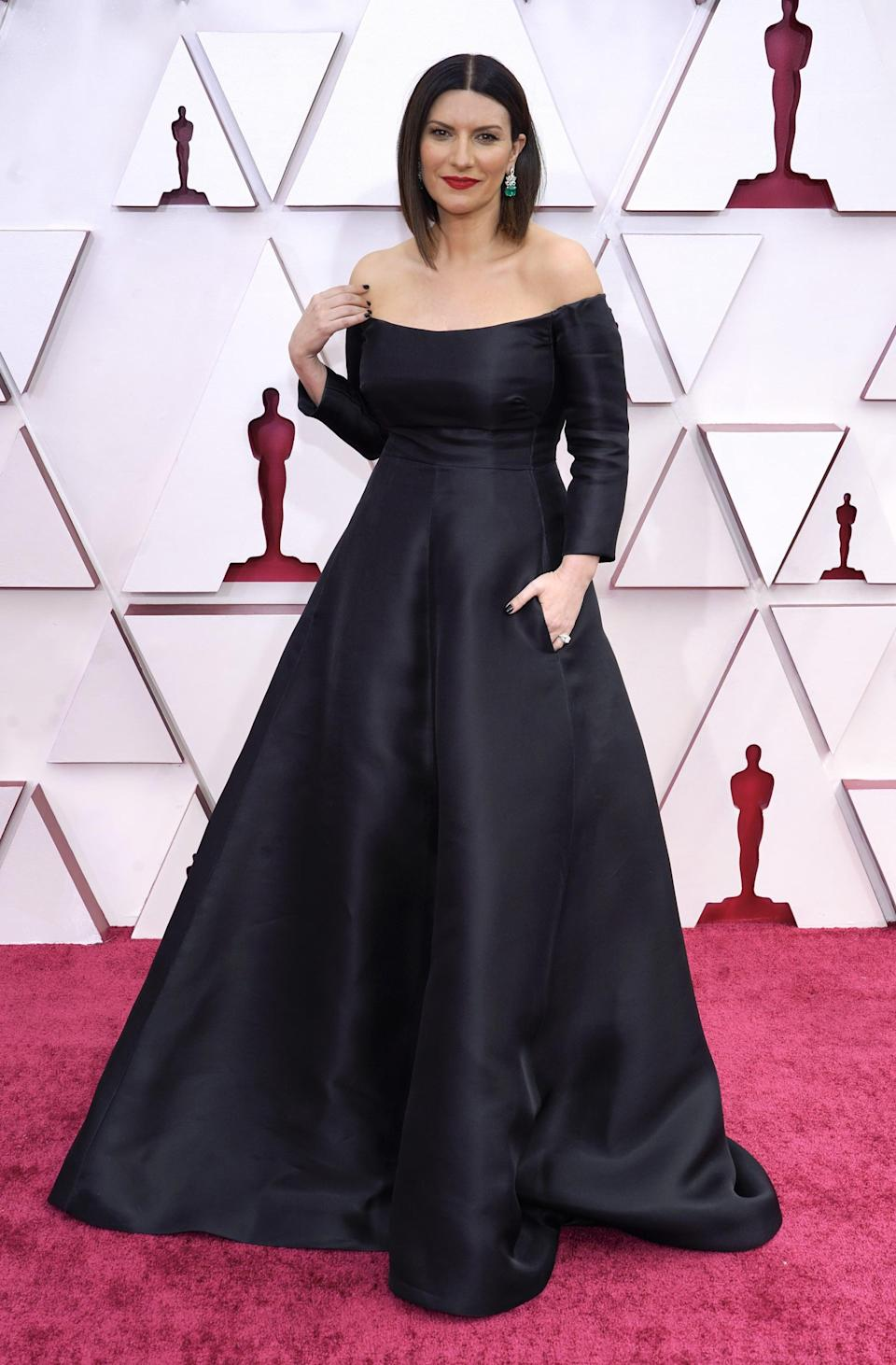 <p>Wearing a black off-the-shoulder gown.</p>