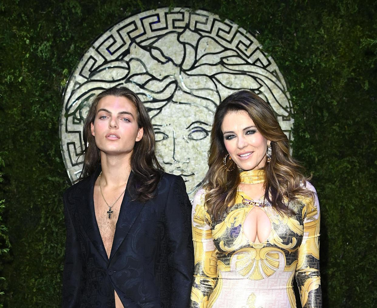 MILAN, ITALY - SEPTEMBER 26: Damian Charles Hurley and Elizabeth Hurley are seen on the front row of the Versace special event during the Milan Fashion Week - Spring / Summer 2022 on September 26, 2021 in Milan, Italy. (Photo by Daniele Venturelli/Daniele Venturelli / Getty Images )