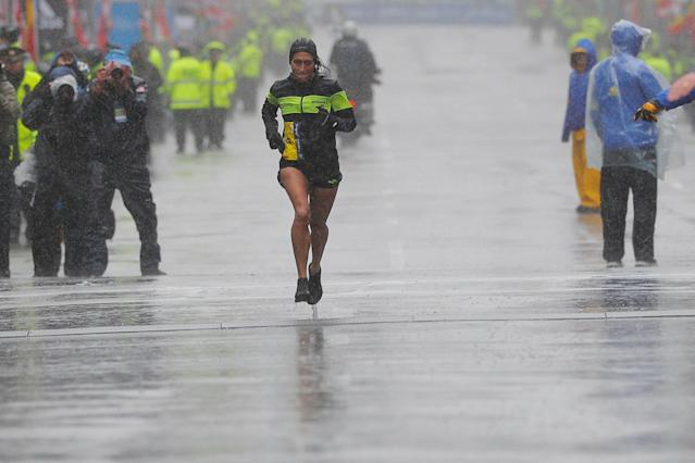 """<a class=""""link rapid-noclick-resp"""" href=""""/olympics/rio-2016/a/1127135/"""" data-ylk=""""slk:Desiree Linden"""">Desiree Linden</a> became the first American woman in more than 30 years to win the Boston Marathon. (REUTERS)"""