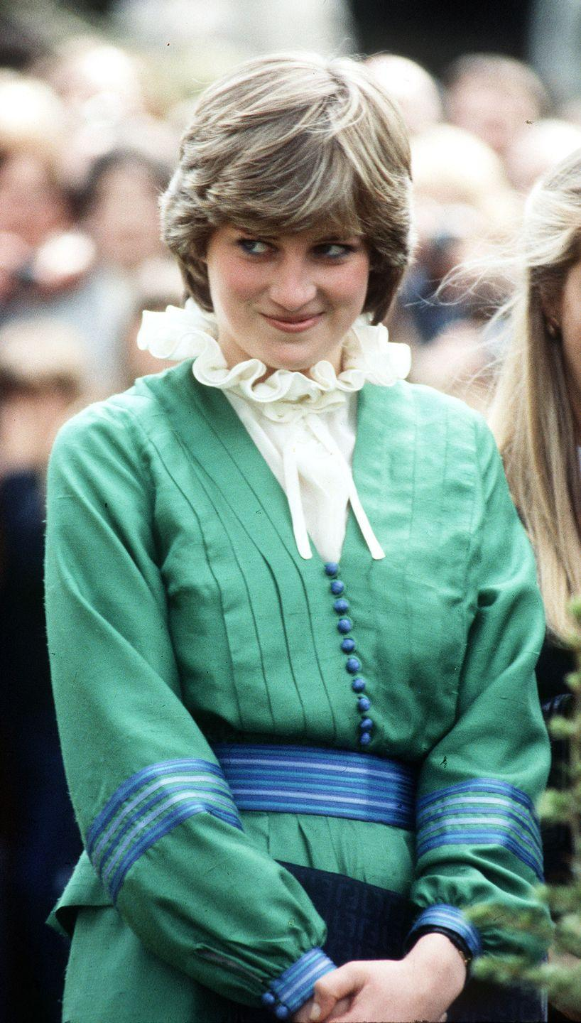 <p>It appears Diana knows she chose the right layering pieces for this green, blue, and cream ensemble.</p>