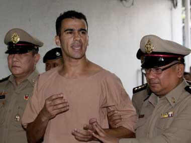 Refugee footballer Hakeem al-Araibi leaves Thailand for Australia after court drops extradition proceedings against him