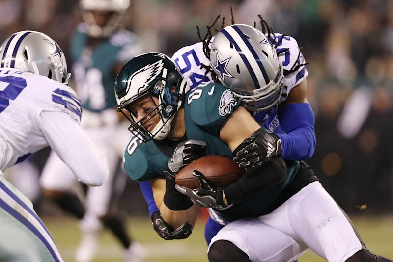 PHILADELPHIA, PENNSYLVANIA - DECEMBER 22: Jaylon Smith #54 of the Dallas Cowboys tackles Zach Ertz #86 of the Philadelphia Eagles during the second half in the game at Lincoln Financial Field on December 22, 2019 in Philadelphia, Pennsylvania. (Photo by Patrick Smith/Getty Images)