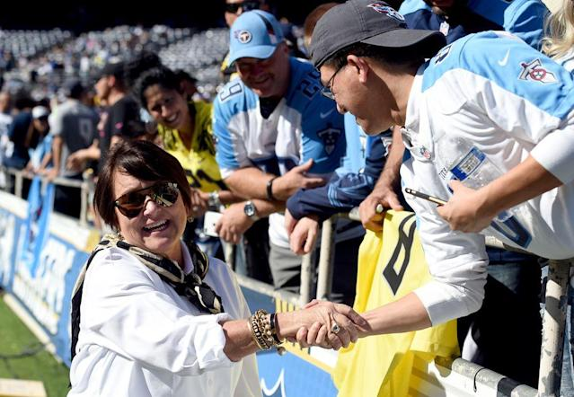 Amy Adams Strunk meets Titans fans.