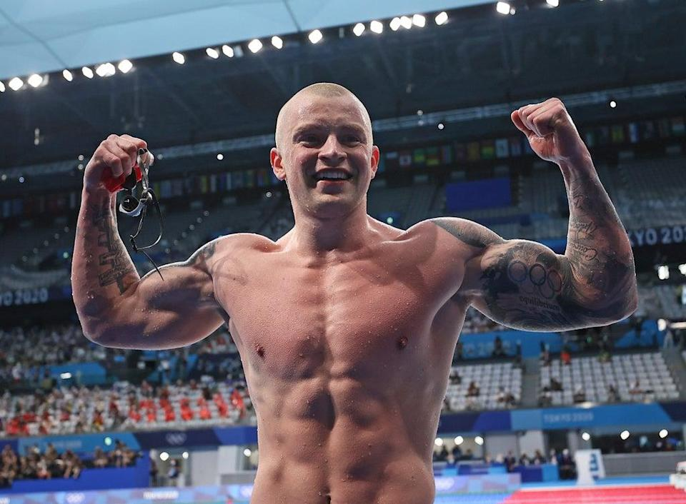 Adam Peaty celebrates his 100m gold medal (Getty Images)