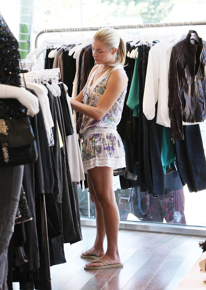 """Meanwhile, disgraced country star/Eddie Cibrian lover LeAnn Rimes engaged in some retail therapy to cure her blues in Malibu. <a href=""""http://www.splashnewsonline.com"""" target=""""new"""">Splash News</a> - September 7, 2009"""