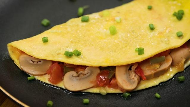 canned mushroom omelette with tomatoes and green bell pepper