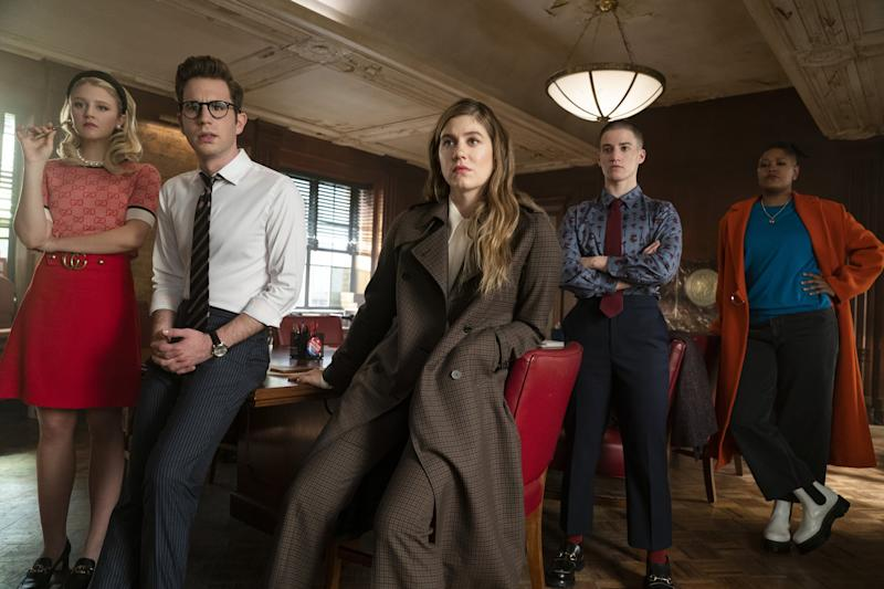 THE POLITICIAN (L to R) JULIA SCHLAEPFER as ALICE CHARLES, BEN PLATT as PAYTON HOBART, LAURA DREYFUSS as MCAFEE WESTBROOK, THEO GERMAINE as JAMES SULLIVAN, and RAHNE JONES as SKYE LEIGHTON in episode 2 of THE POLITICIAN. Cr. COURTESY OF NETFLIX/NETFLIX 2020