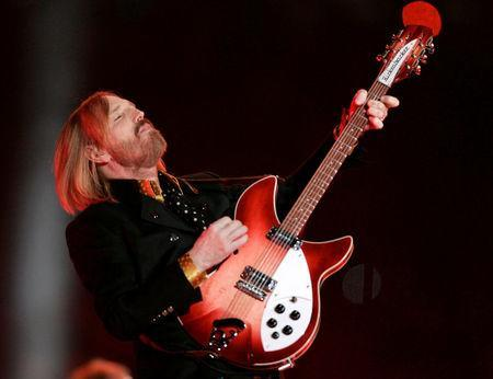 FILE PHOTO: Singer Tom Petty plays with his band 'The Heartbreakers' during halftime of the NFL's Super Bowl XLII football game between the New England Patriots and the New York Giants in Glendale, Arizona, U.S., February 3, 2008. REUTERS/Jeff Haynes/File Photo