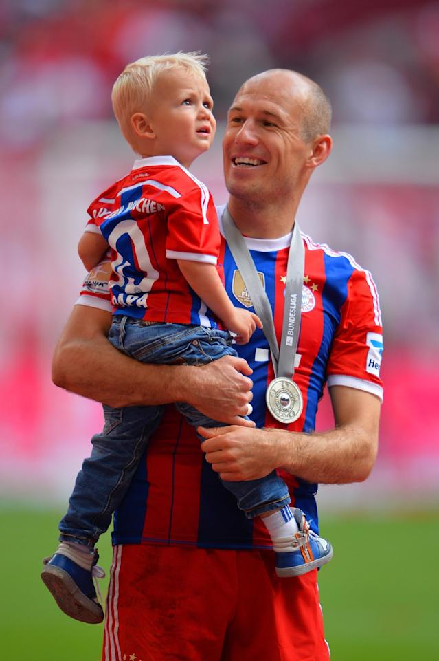 MUNICH, GERMANY - MAY 10: Arjen Robben of Bayern Muenchen celebrates with his son Kai after the Bundesliga match between Bayern Muenchen and VfB Stuttgart at Allianz Arena on May 10, 2014 in Munich, Germany. (Photo by Stuart Franklin/Bongarts/Getty Images)