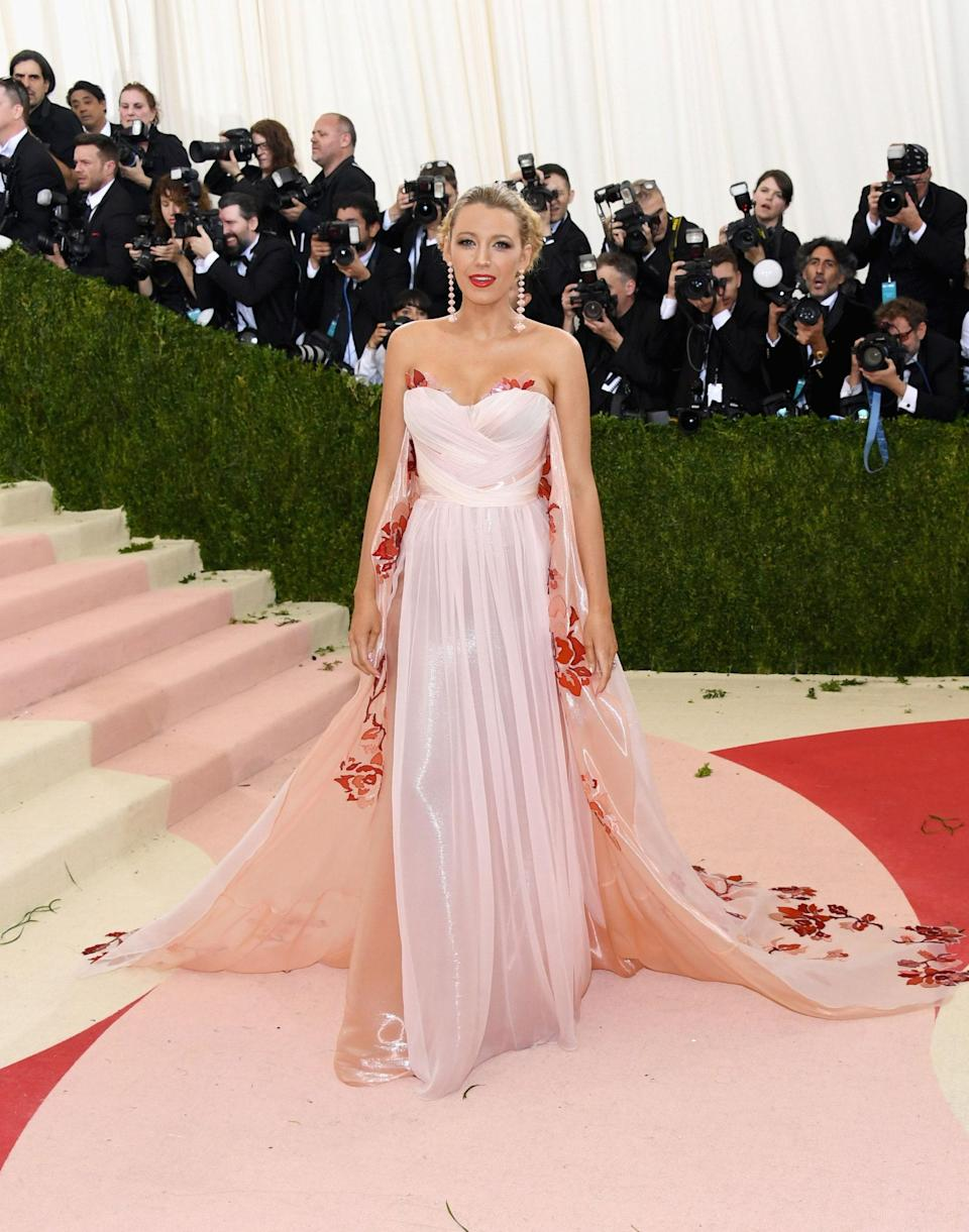 """<h1 class=""""title"""">Blake Lively in a Burberry dress and Lorraine Schwartz jewelry</h1> <cite class=""""credit"""">Photo: Getty Images</cite>"""