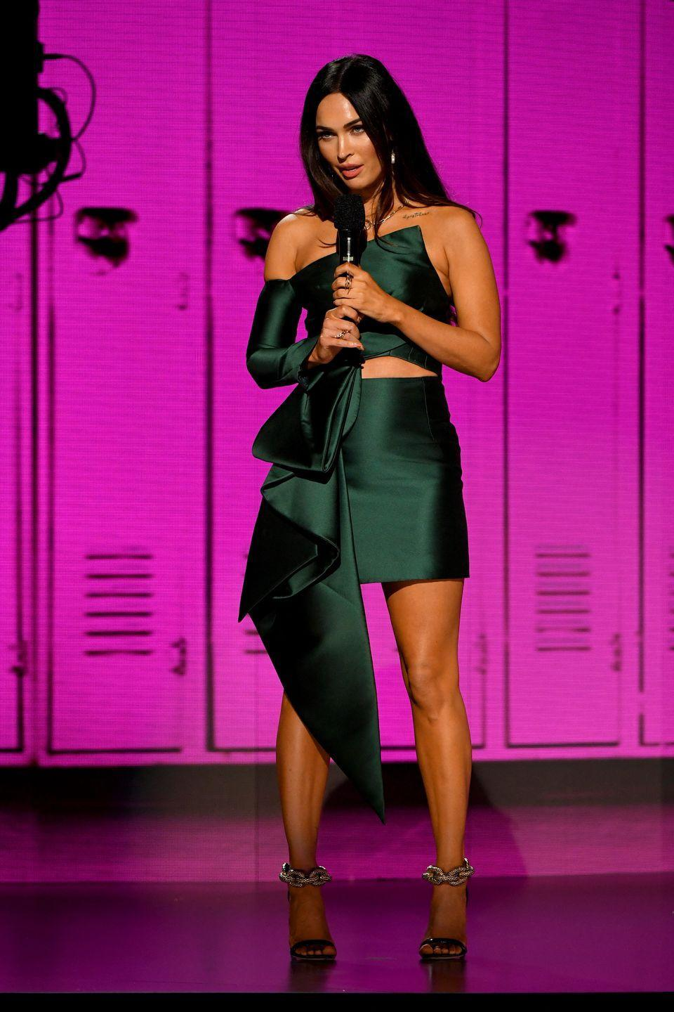 <p>The actor wore an emerald green Azzi & Osta top and skirt with bejewelled heels for the AMAs. </p>
