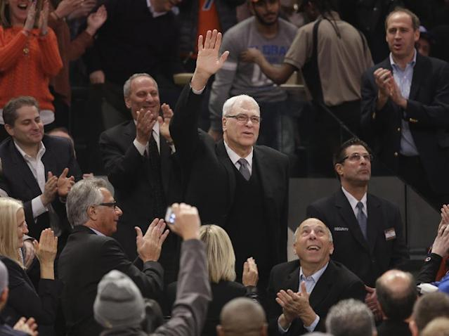 Knicks fans welcome Phil Jackson to MSG with standing ovation (Video)