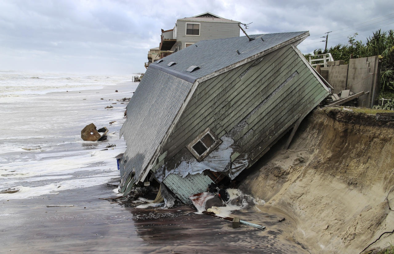 <p>A house slides into the Atlantic Ocean in the aftermath of Hurricane Irma in Ponte Vedra Beach, Fla., Sept. 11, 2017. (Photo: Gary Lloyd McCullough/The Florida Times-Union via AP) </p>