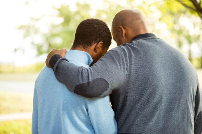 Honest communication between a parent and teen is key to keeping kids mentally healthy and out of trouble online. (Photo: Getty Images)