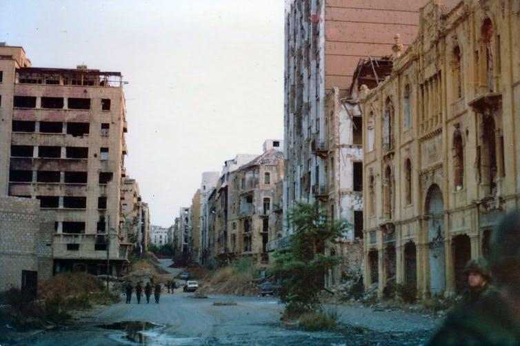 """<span class=""""caption"""">The Green Line in Beirut during the Civil War.</span> <span class=""""attribution""""><a class=""""link rapid-noclick-resp"""" href=""""https://commons.wikimedia.org/wiki/File:Green_Line,_Beirut_1982.jpg"""" rel=""""nofollow noopener"""" target=""""_blank"""" data-ylk=""""slk:James Case/ CC BY"""">James Case/ CC BY</a>, <a class=""""link rapid-noclick-resp"""" href=""""http://creativecommons.org/licenses/by/4.0/"""" rel=""""nofollow noopener"""" target=""""_blank"""" data-ylk=""""slk:CC BY"""">CC BY</a></span>"""
