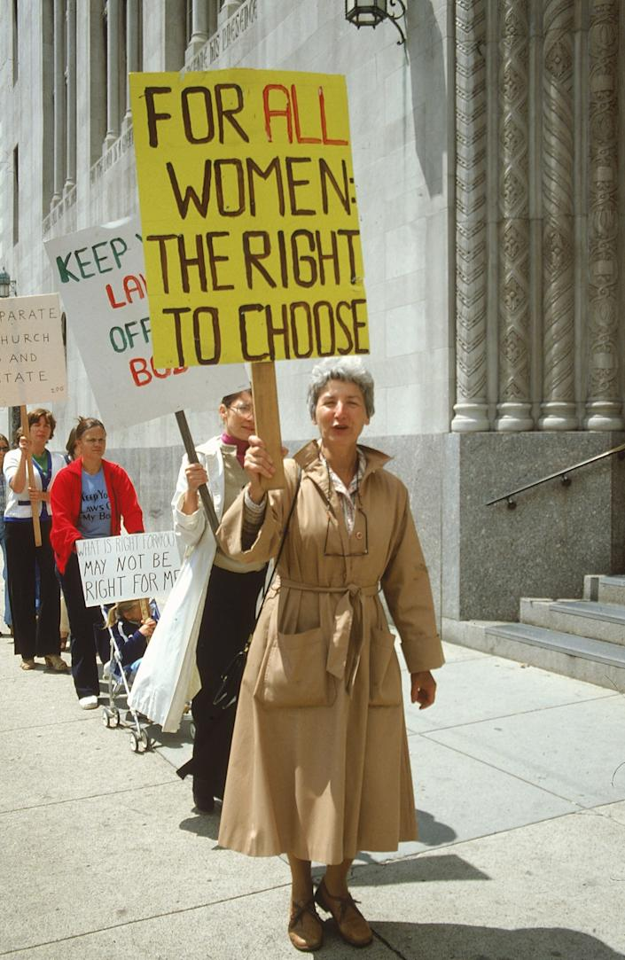 "<h1 class=""title"">Pro-choice advocates holding signs, pick</h1> <div class=""caption""> Pro-choice advocates holding signs, picketing for legalized abortions. </div> <cite class=""credit"">Mark Meyer/The LIFE Images Collection/Getty Images</cite>"