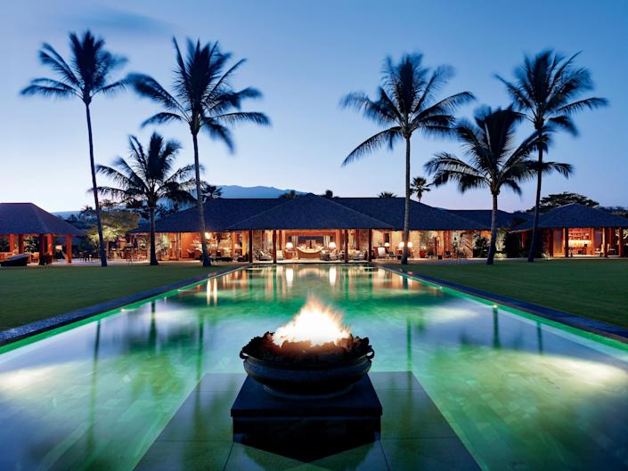 San Francisco–based architect Shay Zak created a Balinese-inspired paradise on the big island of Hawaii complete with an oceanfront infinity pool.
