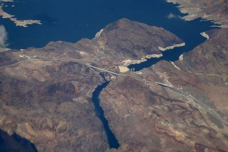 Lake Mead and the Hoover Dam are seen in Nevada and Arizona, United States April 23, 2015. REUTERS/Lucy Nicholson