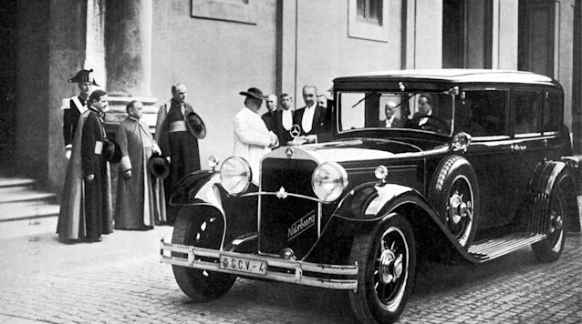 The Holy Father and his Mercedes: in 1930, Pope Pius XI, received personally his Mercedes-Benz Nürburg 460.