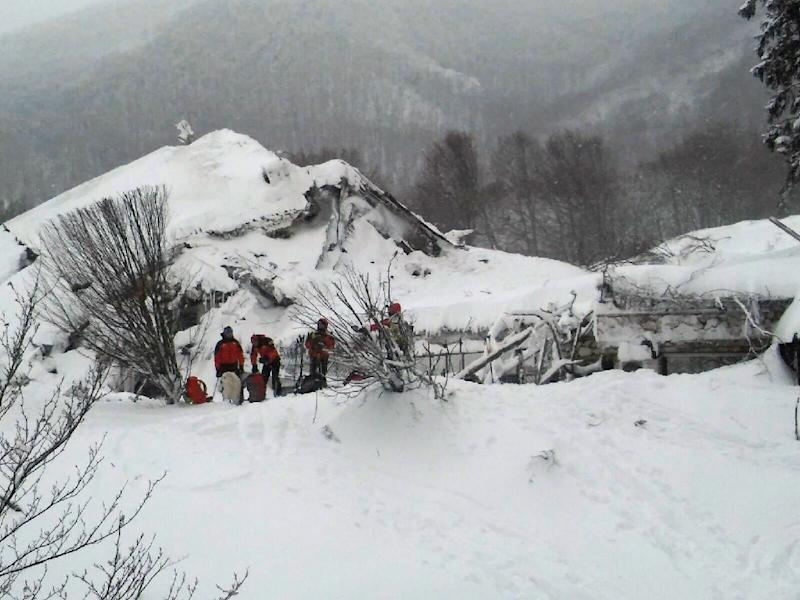 Rescuers take part in operations on January 19, 2017 at the Hotel Rigopiano in Farindola, central Italy, that was engulfed by a powerful avalanche