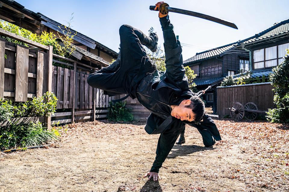 """Henry Golding pulls off some sweet martial-arts moves with sword in hand in """"Snake Eyes."""""""