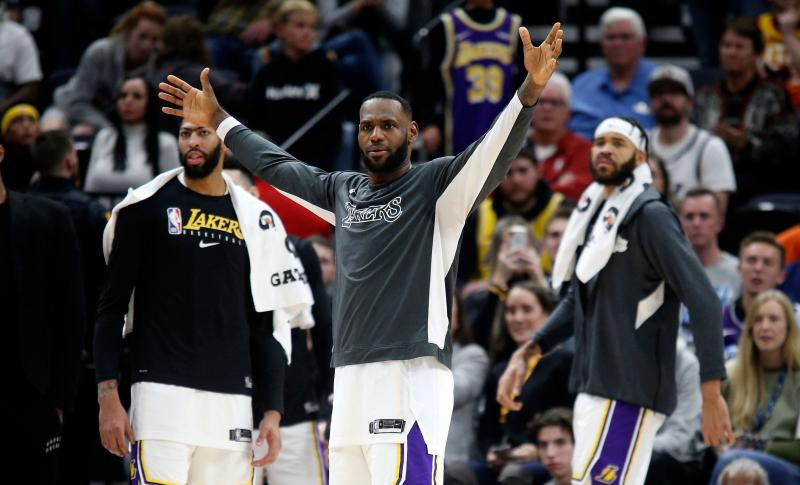 LeBron James criticized for shoeless celebration at end of game