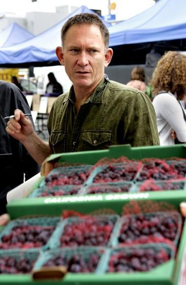 Chef Mark Peel of Campanile shopping for berries at the Santa Monica Farmers Market, Wednesday, May 17, 2006