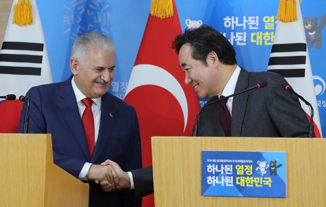 Turkey's Prime Minister Binali Yildirim (L) and South Korean Prime Minister Lee Nak-yon shake hands during a press conference following a meeting at the government complex in Seoul, South Korea, Wednesday, December 6, 2017. REUTERS/Lee Jin-man/Pool