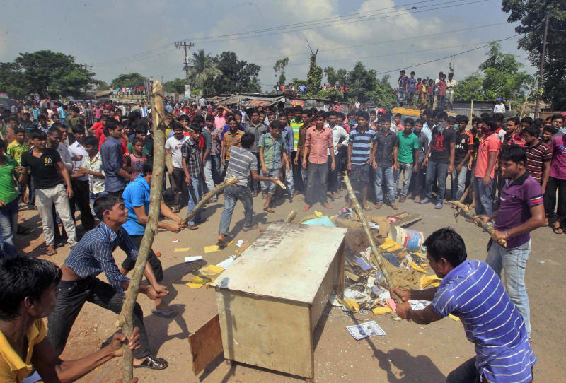 Violence continues over pay hikes in Bangladesh