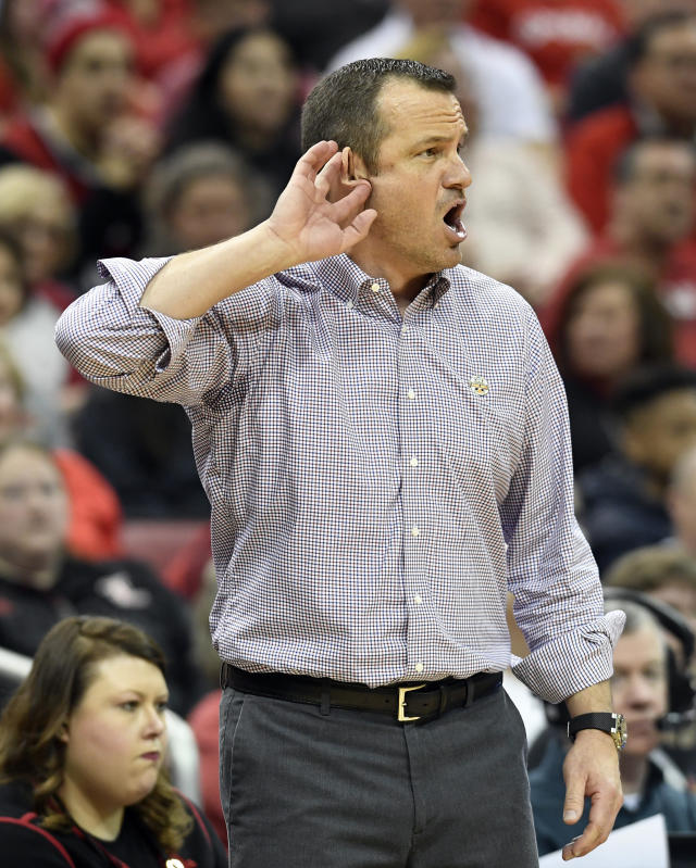 Louisville head coach Jeff Walz shouts for his players to listen during the second half of a second-round game in the NCAA women's college basketball tournament in Louisville, Ky., Sunday, March 24, 2019. Louisville won 50-71. (AP Photo/Timothy D. Easley)