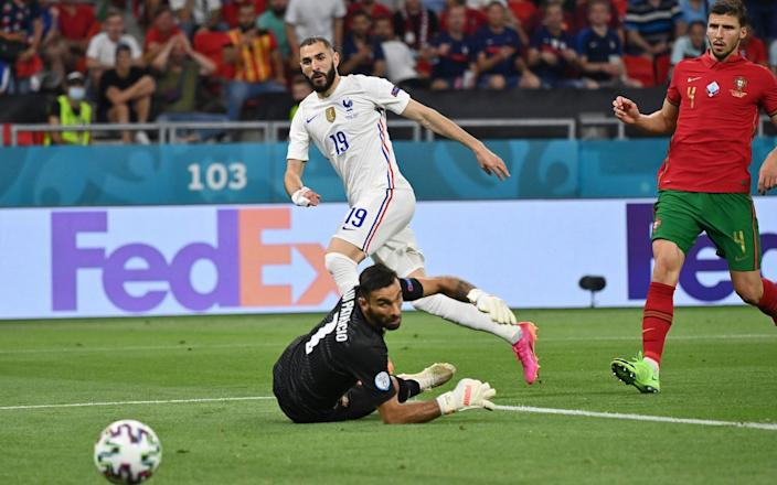 Benzema rolls ball past Lloris - Tibor Illyes - Pool/Getty Images